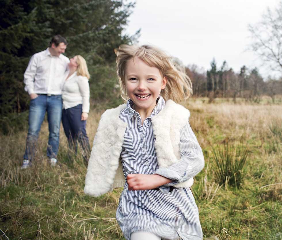 Familie Fotograf i Viborg. Familiefotografeirng. Flotte Familiebilleder. Fotograf i esbjerg